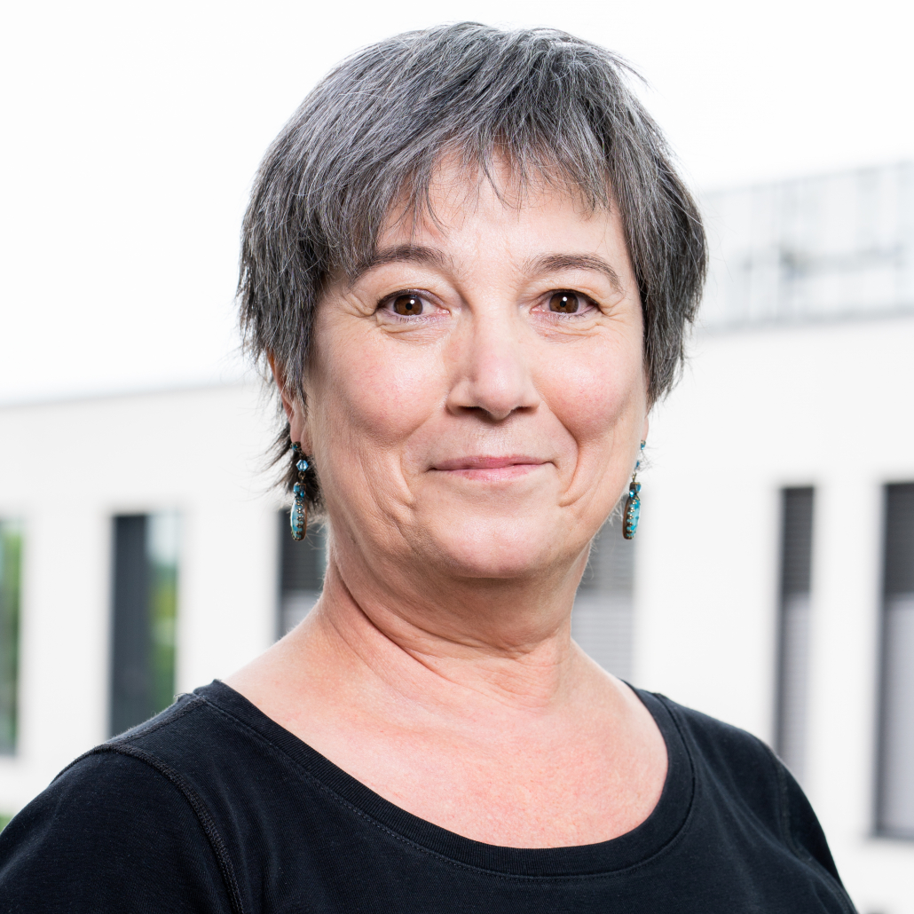 Dr. Claudia Hack